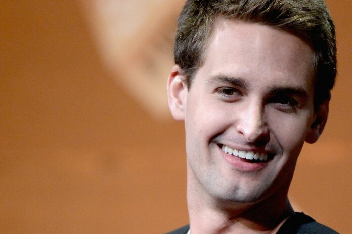 Evan Spiegel sang lap ung dung snapchat